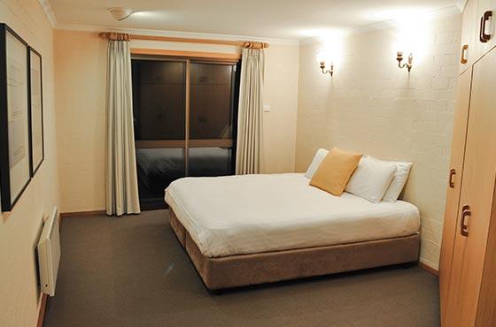 3-bedroom-8pax-2nd-bedroom-salzburg-apartments